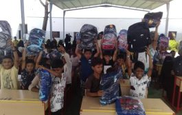 تدشين برنامج توزيع الحقيبة المدرسية للاطفال اليتامى في خنفر .