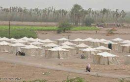 الحوثيون يقصفون مخيما للنازحين في الخوخة