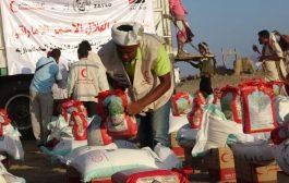 الاستجابة العاجلة للهلال الأحمر الإماراتي تغيث الأسر المتعففة والمعدمة في ساحل وسهل وجبل مديرية المضاربة ورأس العارة