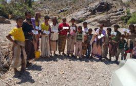 حلف أبناء يافع يقدم مساعدات مالية ل 300 أسرة في الأزارق بمحافظة الضالع