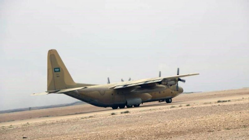 وصول أولى طائرات جسر الإغاثة السعودي إلى المهرة اليمنية