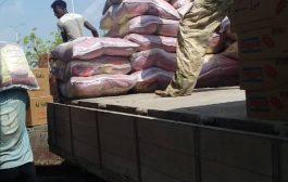 شركة أسمنت الوحدة أبين تقدم 500سلة غذائية دعما لمتضرري المهرة