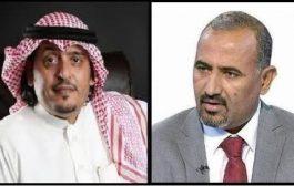 رئيس المجلس الانتقالي الجنوبي يُعزي الفنان عبود خواجة في وفاة والدته