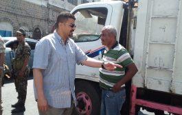 سالمين يثمن جهود قيادة صندوق النظافة ويشدد على مواصلة وتيرة اعمال النظافة بعدن
