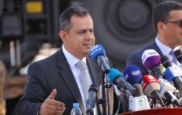 بدعم من المملكة العربية السعودية : رئيس الوزراء يدشن العمل برافعتين جديدتين في مناء عدن