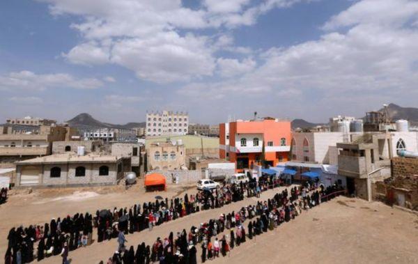 بي بي سي :  الحوثيين وجماعات محلية وأمراء حرب تستولي على المساعدات وتبيعها بالسوق السوداء