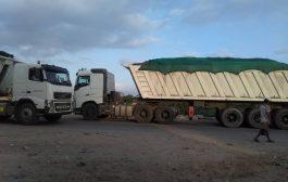 بعد وفاة مواطن بحادث مرورع .... قوات الحزام الامني تقر أجراء لحركة شاحنات النقل الثقيل التابعة لمصنع أسمنت الوحدة