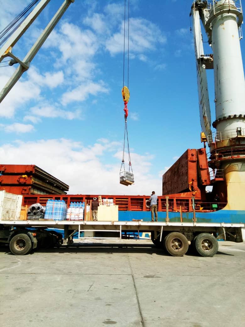 وصول سفينة صينية تحمل معدات محطة الطاقة التابعة لمصفأة عدن