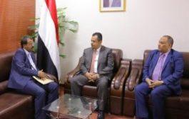 الدكتور معين يطلع على سير المعارك وآلية استكمال تحرير محافظة البيضاء