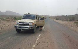 الحزام الأمني يلقي القبض على احد المشتبهين في حادثة مقتل عامل ورشة بالعند