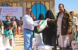 العفيف والموجري يدشنان توزيع  1000سله غذائية لنازحي الحديده بالضالع المقدمة من المؤسسة الخيرية الملكية البحرينية