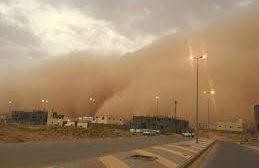 موجة غبار تجتاح 8 محافظات يمنية