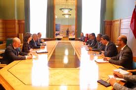 رئيس الوزراء يناقش مع نائب وزير الخارجية الروسي مستجدات الأوضاع في اليمن