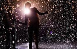لمحبي كل شي جديد : عروض راقصة في الغرفة الماطرة بالشارقة