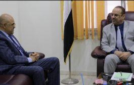 نائب رئيس مجلس الوزراء يؤكد اهتمام وحرص الحكومة بتطبيع الأوضاع بمحافظة تعز