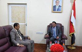 وزير النقل يناقش مع محافظ سقطرى  أوضاع مؤسسات النقل بالمحافظة