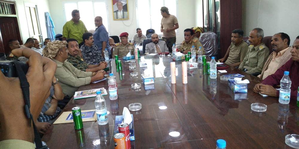 """تمرد على المقدشي في عدن وبيان عسكري يتحدث عن انقلاب على """"الشرعية"""""""