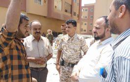 مدير البريقة يدشن مشروع سفلتة الواجهة الأمامية لمدينة إنماء الحسوة