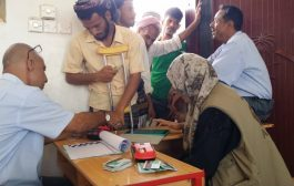 منظمة (ADRA) توزع المساعدات الغذائية في شهر رمضان بمديرية الملاح بلحج