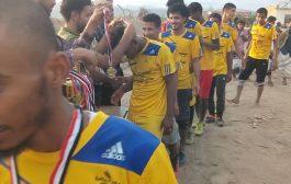 بركلة الترجيح السابعة فريق الشنيني يتوج بطلاً لبطولة شهداء حزام أبين الأمني