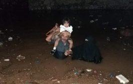 صور : وفاة مواطن بصعق كهرباء في الشيخ عثمان وارتفاع منسوب المياة في ميناء الحاوات وسيارات الدفاع المدني تجوب شوارع التواهي