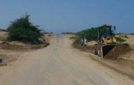 صندوق صيانة الطرق ينفذ أعمال إزالة مخلفات السيول في أبين