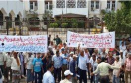 مجلس نقابات شركة النفط في عدن يلوح بإيقاف التموين بالمشتقات النفطية