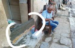 شاهد استعدادات أبناء عدن وبطرق بدائية للتصدي لمياه الامطار