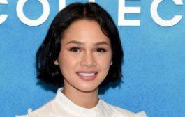مغنية إندونيسية تضع شريطا لاصقا على فمها أثناء النوم..فما السبب؟