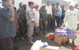 محافظ الضالع يشارك توزيع السلال الغذائيه لأسر الشهداء