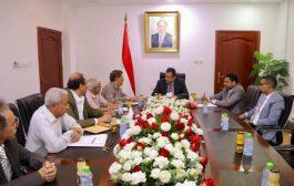رئيس الوزراء يشدد على تفعيل دور المجالس المحلية في المحافظات للقيام بمهامها الرقابية