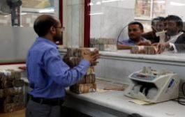 تهديد الريال اليمني.. الحكومة اليمنية تدرس اعتماد الدولار والعملة السعودية