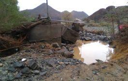 نقطة أمنية للحزام تجرفها السيول وتحاصر أفرادها في محافظة أبين
