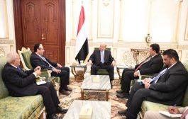 رئيس الجمهورية يؤكد أهمية توحيد الجهود والإمكانات لتحقيق الاستقرار المالي والاقتصادي