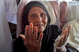"""حاجة سودانية يعود لها بصرها ب""""المدينة"""" بعد خمس سنوات من العمى"""