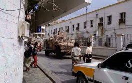 نداءات استغاثة لفتح الشوارع الفرعية لموجة نزوح لمواطنين بمناطق الصراع بعدن
