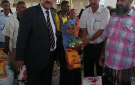 بدعم من دولة الكويت توزيع 600 سلة غذائية في لحج
