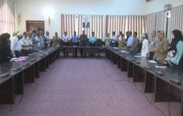 في اجتماع أمني بعدن بحضور قائد التحالف العربي إدانة مشتركة للأعمال الإرهابية والاعتداء على المواطنين.
