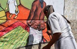 مبادرة بأيدينا تنفذ مشروع رسومات جدارية تعزز ثقافة السلام في مديرية القاهرة بتعز