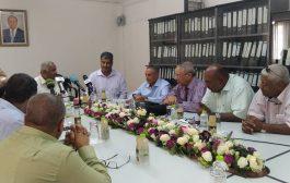 خلال مؤتمر صحفي بحضور وفد من الانتقالي ... مصافي عدن: نعمل بشكل طبيعي ونطمئن المواطنين