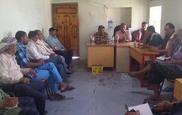 مدير التربية بمقاطرة لحج يجتمع برؤساء أقسام المكتب بحضور مدير عام المديرية