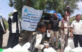الضالع :  توزيع مواد صحية وحقائب نظافة لنازحي حجر