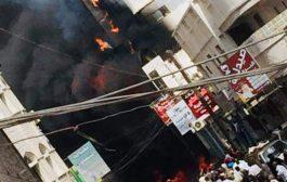 عاجل: حريق كبير يلتهم عمارة في كريتر