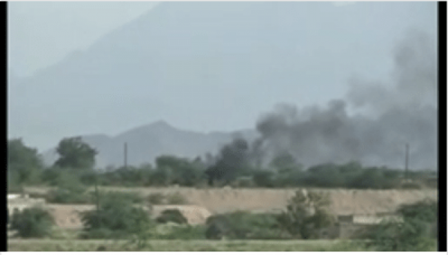 شاهد بالفيديو: انفجار مخزن أسلحة للمليشيات الحوثية شمال حيس