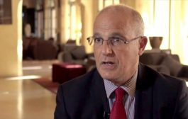 السفير البريطاني ينفي فشل حوار جدة ويقول: لابد من اتفاق لكي يتم الاعتراف بالانتقالي