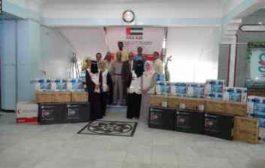 #الهلال_الأحمر_الإماراتي يسلّم أجهزة إلكترونية لكلية الصيدلة بجامعة عدن
