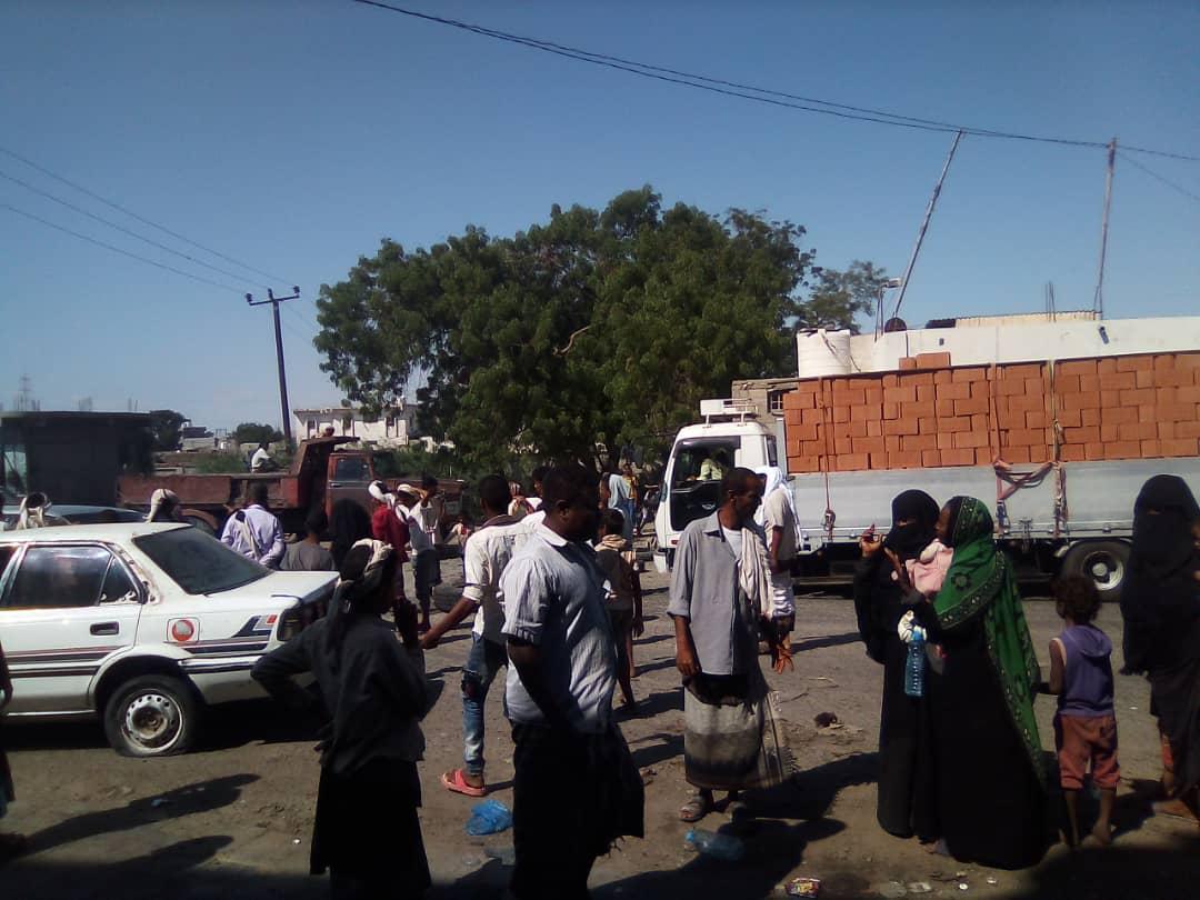 عاجل: متظاهرين يقطعون الطريق في خط الدبا بلحج