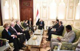 مسئول أمريكي يضغط على الرئيس هادي وشرعية المنفى للتوقيع على اتفاقية جـدة