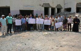 وقفة احتجاجية للمطالبة باستكمال ترميم مدرسة الطويلة بعدن