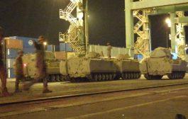 ميناء عدن يشهد وصول معدات عسكرية وجنود للقوات السعودية